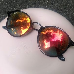 Red Mirrored Ray-Bans